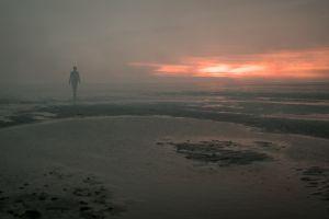 Кадр из фильма Чужая Земля